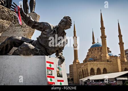 Le coup de feu durant la guerre civile Monument des Martyrs et la Grande Mosquée à la place des Martyrs à Beyrouth. Banque D'Images