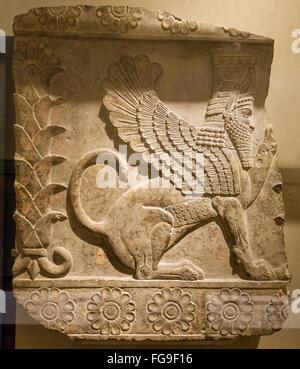 Sphinx mâle ailé, c.358-338 av. J.-C., du Palais G et H puis à Persépolis, l'Iran ancien. Affiché dans British Museum, Banque D'Images