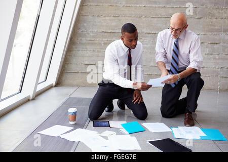 Les documents d'affaires portant sur le projet de Plan d'étage Banque D'Images