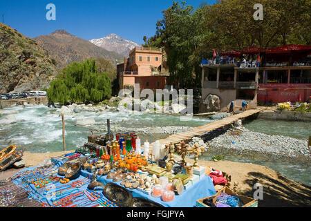Scène de rivière au village de Setti Fatma dans la vallée de l'Ourika Banque D'Images
