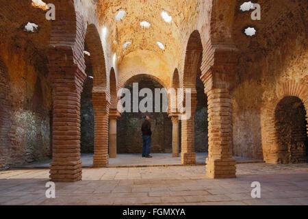 Ronda, Province de Malaga, Andalousie, Espagne du sud. Intérieur de la Baños Arabes, ou des bains arabes. Banque D'Images