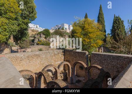Ronda, Province de Malaga, Andalousie, Espagne du sud. Ruines de la Baños Arabes, ou des bains arabes. Banque D'Images