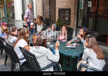 Les jeunes filles du groupe d'amis adolescents adolescents femmes Banque D'Images