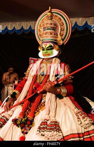 Kathakali est une danse classique indienne stylisé-drama noté pour la belle composition de personnages, des costumes élaborés