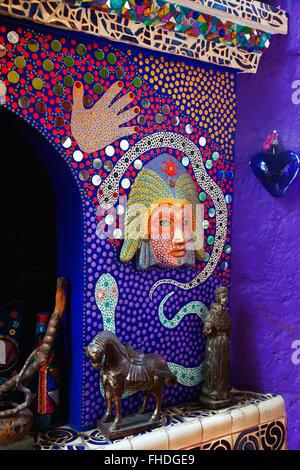 L'accueil de l'artiste l'ANADO MCDLAUCHLIN tuile À LA CASA DE LAS RANAS ET LE TEMPLE DE JIMMY RAY - San Miguel de Banque D'Images