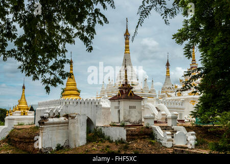 Les pagodes, ancienne ville Inwa ou Ava, Mandalay Division, Myanmar, Birmanie Banque D'Images