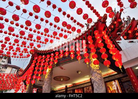Lanternes rouges décoration lors d'Thean Hou Temple à Kuala Lumpur, Malaisie Banque D'Images