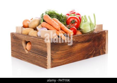 Les Légumes dans des caisses en bois. Banque D'Images