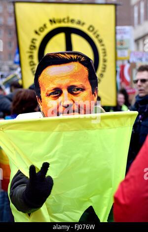 Londres, Royaume-Uni. Feb 27, 2016. Anti-Trident participants se rassemblent à Marble Arch à mars à un rassemblement à Trafalgar Square pour protester contre le renouvellement de la force de dissuasion nucléaire Trident Credit: PjrNews/Alamy Live News