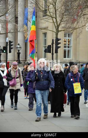 Londres, Royaume-Uni. Feb 27, 2016. Caroline Lucas à Trafalgar Square pour la campagne pour le désarmement nucléaire CND Arrêter le Trident de mars. Credit: JOHNNY ARMSTEAD/Alamy Live News