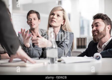 Collègues de bureau d'une réunion Banque D'Images