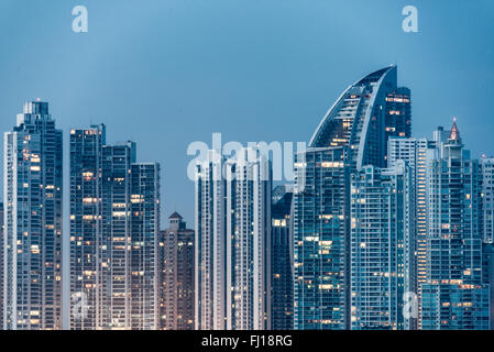 La ville de Panama, Panama -- des gratte-ciels de l'horizon de la Punta Paitilla district de Panama City, au Panama. Banque D'Images