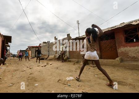 La vie dans le Bairro Rangel, Luanda, Angola, Afrique du Sud Banque D'Images