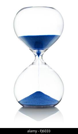 Avec Hourglass exécutant blue sablier passe à travers les deux ampoules en verre clair Banque D'Images