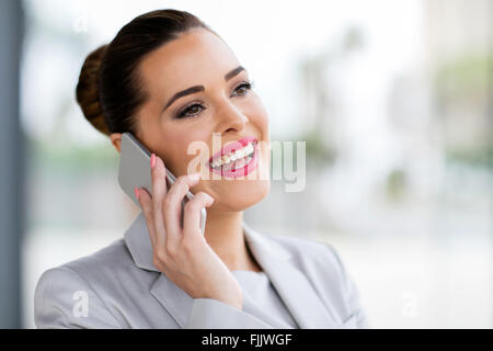 Cheerful businesswoman talking on cell phone Banque D'Images
