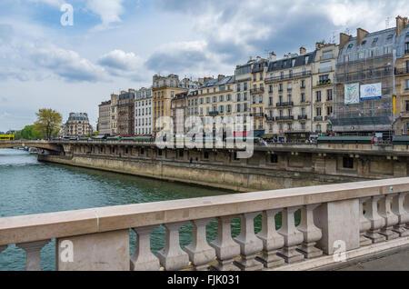 Paris France le 21 avril 2014, l'architecture du bâtiment historique le long des rives de la Seine Banque D'Images