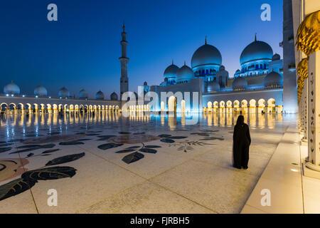 La Mosquée Sheikh Zayed, la Grande Mosquée Sheikh Zayed, à Abu Dhabi, l'Émirat d'Abu Dhabi, Émirats Arabes Unis Banque D'Images
