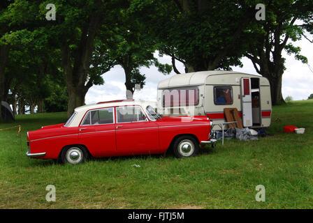 Camping classique en 1970 Morris Oxford à Charlbury Cotswolds, Royaume-Uni