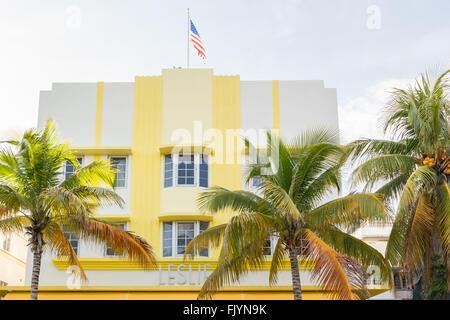Façade de l'hôtel art déco Leslie sur Ocean Drive à South Beach de Miami Beach, Floride, USA