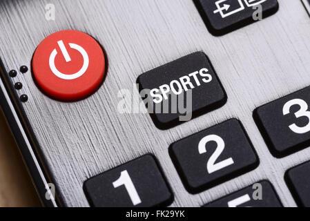 Close up detail d'un sport et sur le bouton off sur une touche de la télécommande du téléviseur Banque D'Images