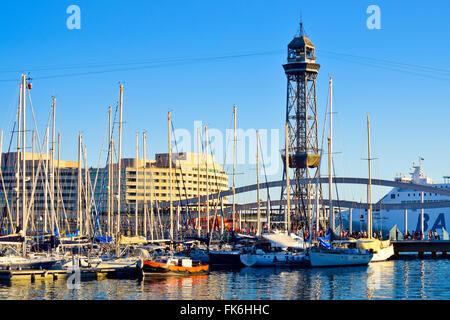 Vieux Port, Vieux Port, Port Vell, Rambla de Mar, pont immeuble du World Trade Centre. Barcelone, Catalogne, Espagne.