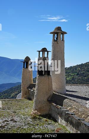 Cheminées de Capileira, Las Alpujarras, province de Grenade, Andalousie, Espagne Banque D'Images