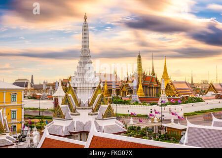 Bangkok, Thaïlande skyline at Temple du Bouddha d'Émeraude et du Palais Royal. Banque D'Images