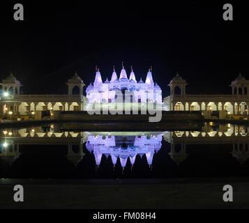 Temple BAPS Shri Swaminarayan temple pendant la nuit, la Géorgie Banque D'Images