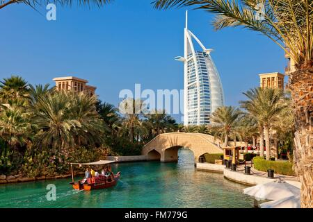 Emirats arabes unis, dubaï, Madinat Jumeirah et l'hôtel Burj Al Arab Banque D'Images