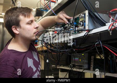 Montage expérimental dans un laboratoire laser à l'Institut de physique expérimentale à Dusseldorf, Allemagne Banque D'Images