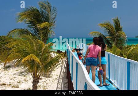 Cuba, Ciego de Avila, Jardines del Rey, Cayo Guillermo, sur le chemin de la plage et des eaux turquoises Banque D'Images
