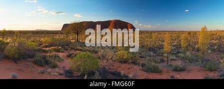 Uluru (Site du patrimoine mondial de l'UNESCO), Parc National d'Uluru-Kata Tjuta, Territoire du Nord, Australie Banque D'Images