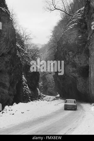 Canyon. chegem cascades. Caucase du Nord. noir et blanc. scan film. l'URSS, vers 1989 Banque D'Images