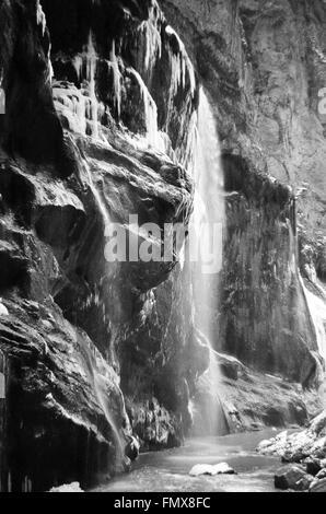 Chegem cascades. Caucase du Nord. noir et blanc. scan film. l'URSS, vers 1989 Banque D'Images