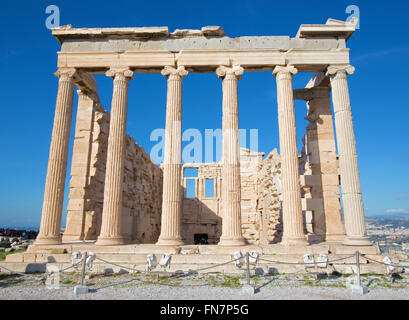 Athènes - l'Erechtheion sur Acropole en lumière du matin. Banque D'Images