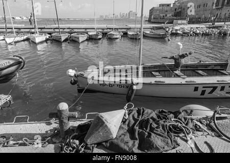 TEL AVIV, ISRAËL - Mars, 2015: Le petit port et disponibles dans le cadre de l'ancienne Jaffa et Tel Aviv dans Banque D'Images