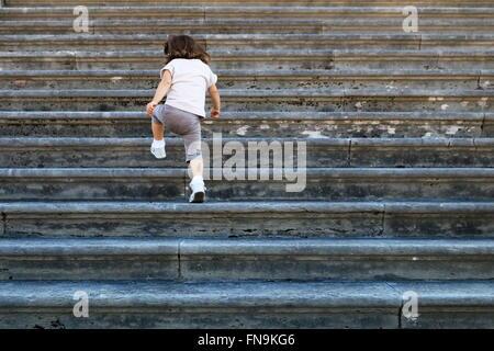 Girl en montant un escalier, Venise, Italie Banque D'Images