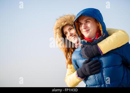 Beau couple en hiver Banque D'Images