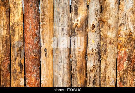 Les vieux panneaux en bois avec des fissures comme arrière-plan Banque D'Images