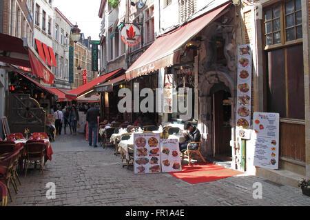 Restaurants rue des Bouchers, Bruxelles, Belgique Banque D'Images