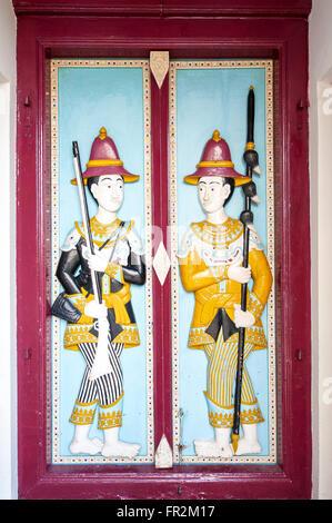 Protections sur une ancienne décharge de portes, Grand Palace, Bangkok, Thaïlande Banque D'Images