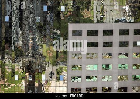 Façade en miroir du bâtiment vu de la tour de télévision Banque D'Images