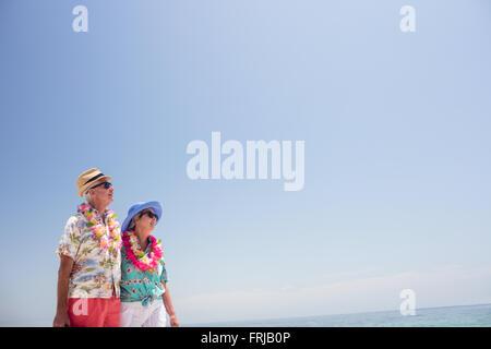 Un couple et à distance à garland Banque D'Images