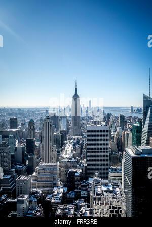 L'Empire State Building, New York City, USA, vu à partir de la plate-forme d'observation du Rockefeller Center (Haut de la roche).