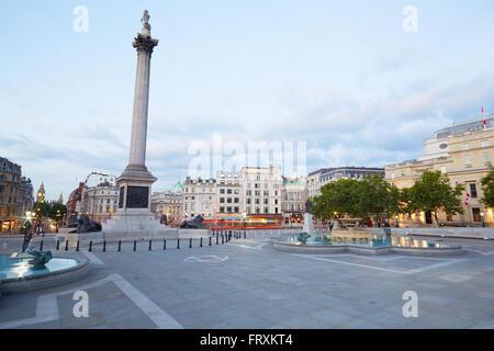 Trafalgar square vide, tôt le matin à Londres