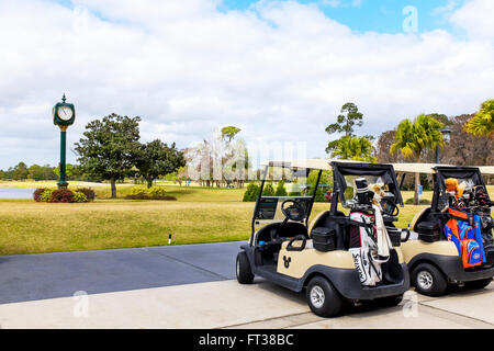 Chariot de golf sur le Disney's Magnolia Golf Club, Lake Buena Vista, Orlando, Floride, USA Banque D'Images
