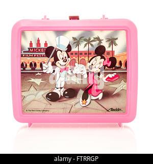 Winneconne, WI - 29 mars 2016: lunch box en plastique à partir de 1980, avec Mickey et Minnie Mouse de Disney Banque D'Images