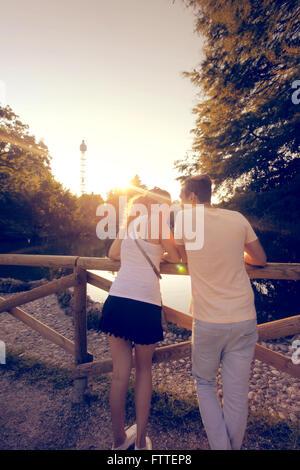Jeune couple à Milan Banque D'Images