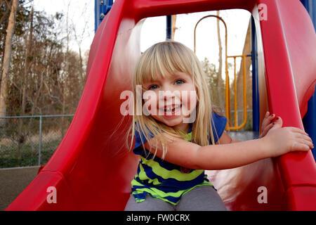 Jeune fille sur la diapositive