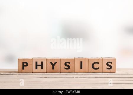 Signe physique faite de cubes solides sur un bureau Banque D'Images
